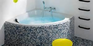 baignoire d angle pratique et espace