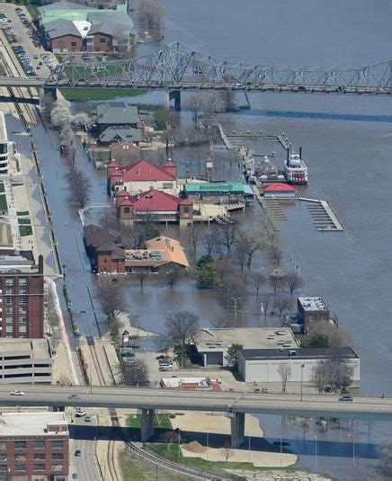 performance boats east peoria il aerial views of peoria flooding peoria il pjstar