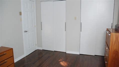 portes coulissantes garde robe choisir des portes de garde robe astuce de pro