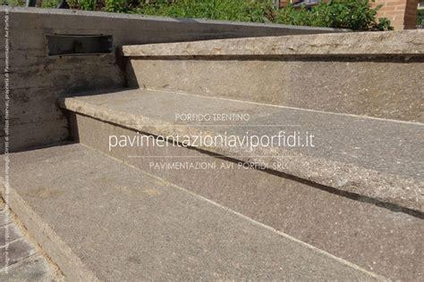 piastrelle per gradini scale e gradini di porfido