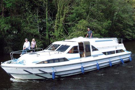 kosten ligplaats woonboot woonboot le boat classique erne huren jacht charter