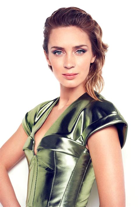 emily blunt s changing looks instyle com instyle 008 emily blunt fans image gallery