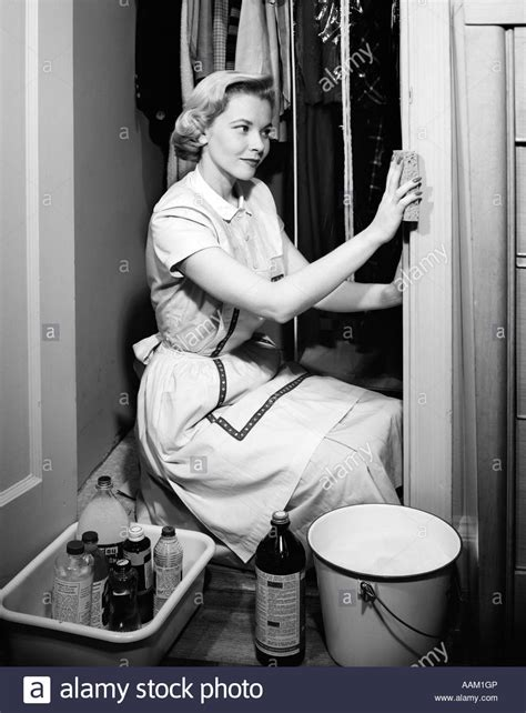 50s bobblehead 1950s cleaning stock photo 12657429 alamy