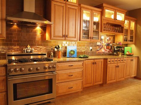 kitchen backsplash ideas with oak cabinets kitchen backsplash photos with oak cabinets kitchen