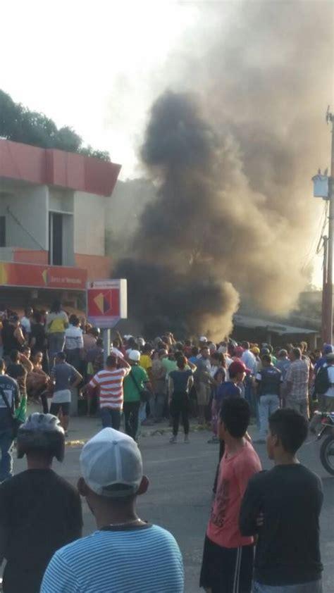 imagenes de guasdualito venezuela quemaron el banco bicentenario de guasdualito fotos