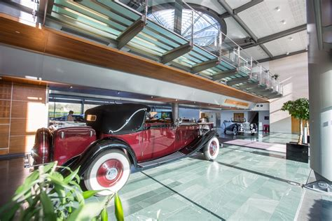 rolls royce factory tour and phantom drive the versatile