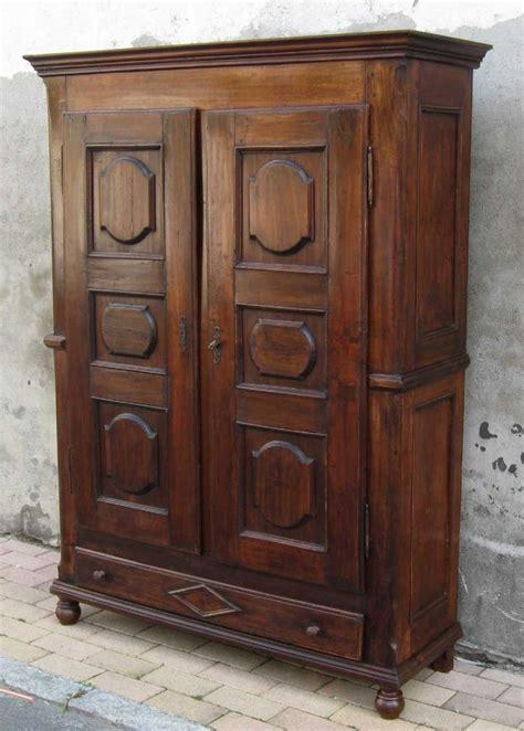 armadio antiquariato come scegliere un armadio antico e d antiquariato
