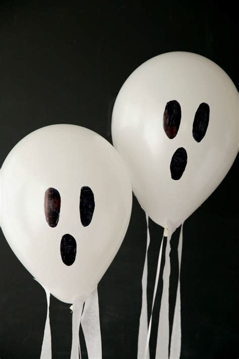 how to make balloon ghost halloween ceiling decorations ehow halloween ghost balloons design improvised