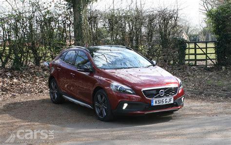 volvo v40 cross country review volvo v40 cross country d3 nav review 2016 cars uk