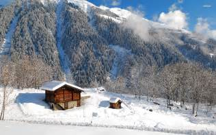 wooden cabins in the snowy mountains wallpaper