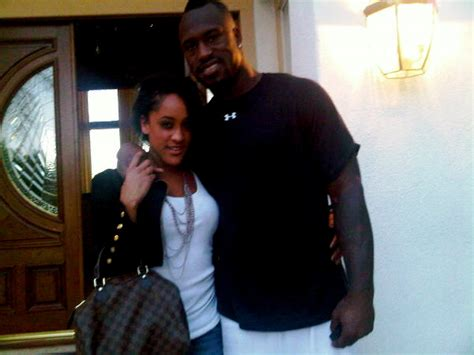 Dating Background Check Controversy San Fran 49ers Vernon Davis Him Some Reality Baller Alert