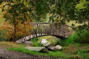 small garden bridge pont en fer petits ponts au jardin small garden bridges pinterest