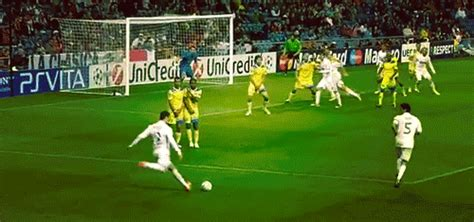 wallpaper bergerak ronaldo gambar animasi main bola bergerak kartun sepakbola lucu