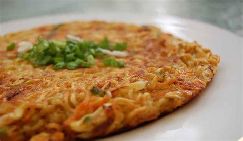 resep membuat dadar telur mie renyah  gurih