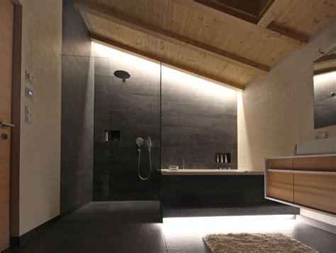 lade soffitto bagno illuminazione in mansarda progettazione e arredamento di