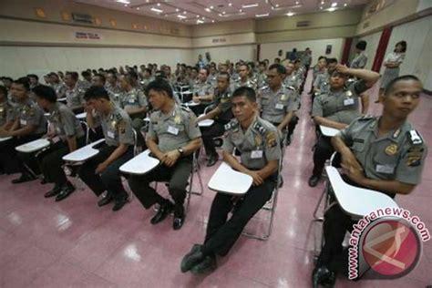 Buku Hukum Dan Kebebasan Pers dpr dan kepolisian indonesia musuh kebebasan pers 2012