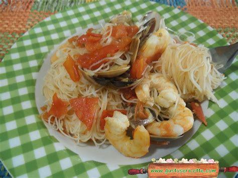 cucinare spaghetti di riso spaghetti di riso vongole e gamberoni gustose ricette di