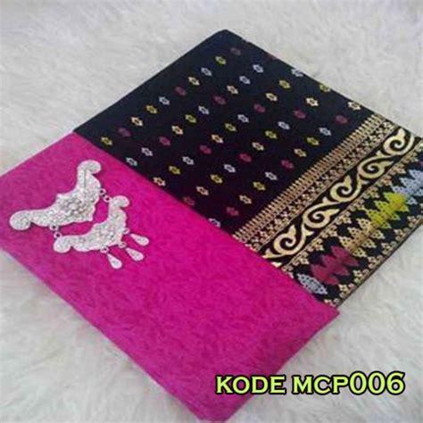 Kain Prada Wajik Dan Embos kain embos warna pink fanta dengan kain batik yang serasi