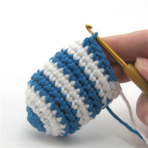 changing colors crochet tutorial crocheted jogless stripes needlenoodles