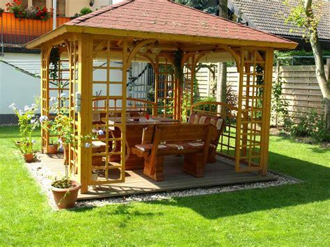 ferienwohnungenhaeuser mengelberg garten pavillon sauna