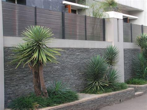 membuat gambar setengah transparan posisi dan desain pagar yang ideal menurut feng sui