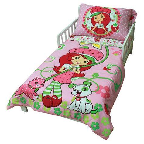 strawberry shortcake bedroom strawberry shortcake toddler bedding set 45223 311 tdlr