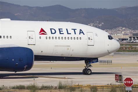 how delta caused emirates a 6 hour delay in seattle points miles delta flights affected across the u s following computer