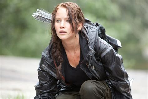 actress from hunger games hunger games actress jennifer lawrence defends body size