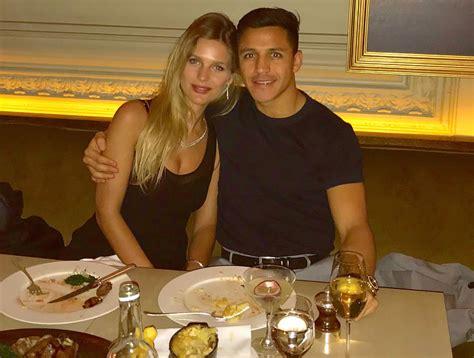 meet man united star alexis sanchezs girlfriend mayte