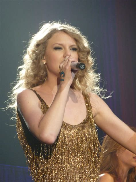 taylor swift tour paris file taylor swift 04 live in paris 2011 jpg wikipedia