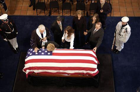 flag draped casket file us navy 040607 n 6811l 043 nancy reagan lays her head