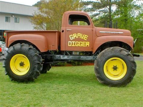 original grave digger truck 13 best grave digger digger s dungeon images on