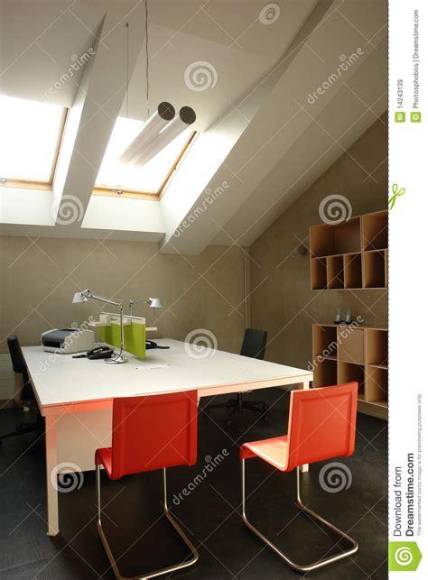 nella soffitta ufficio nella soffitta immagine stock immagine di isolato