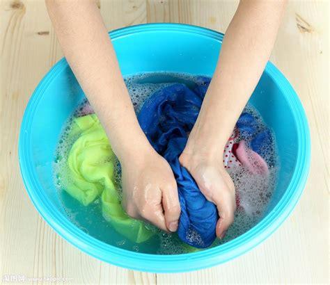 hand wash clothes in bathtub 水盆里洗衣服的女人双手图片素材 图片id 888709 其它人物 人物图片 图片素材 淘图网 taopic com
