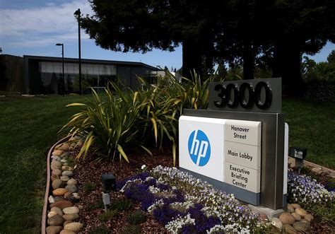 hewlett packard to split into two companies here now