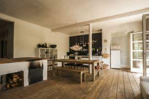Vinyl Wood Flooring Versus Natural Hardwood