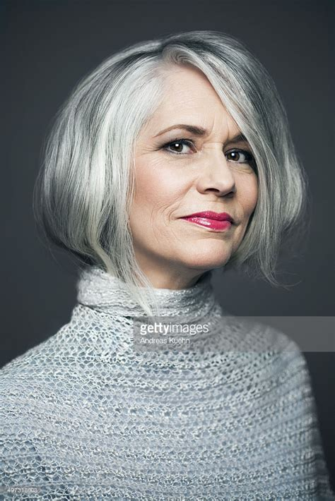 ladyphenom gray hair grey haired lady with red lipstick portrait stockfoto