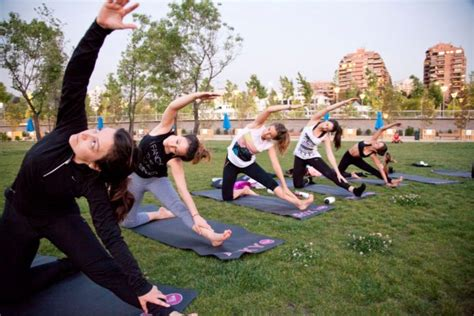 imagenes de yoga al aire libre el live fitness festival llega este fin de semana a san