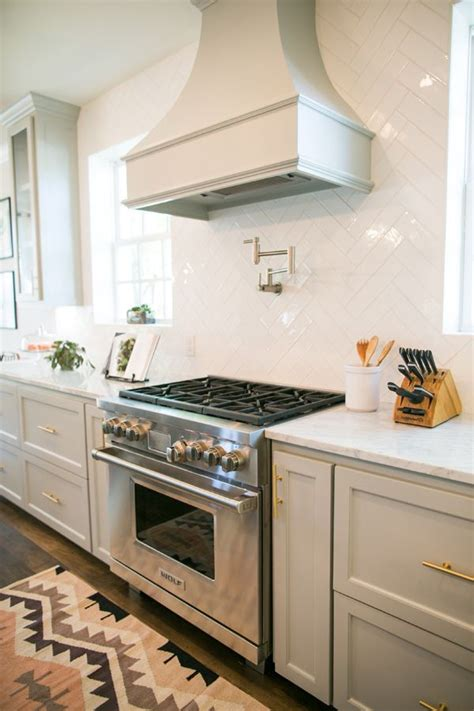 fixer upper kitchen cabinets 1000 images about making our house a home on pinterest