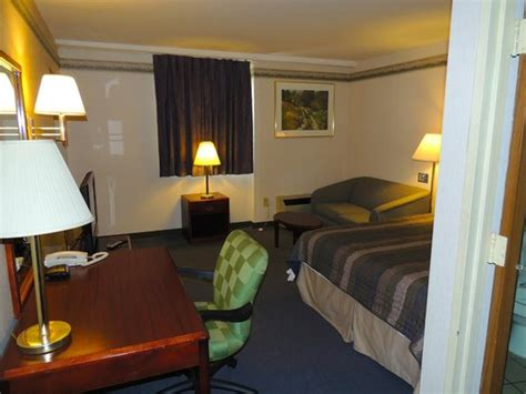 2 bedroom suites in lancaster pa 2 bedroom suite picture of budget host inn suites