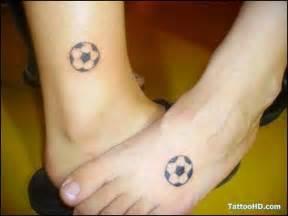 tatuagens de bolas de futebol na perna fotos tatuagem