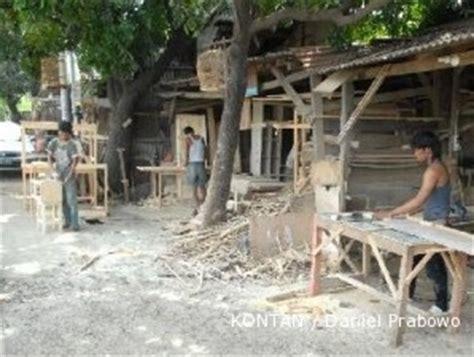 Lu Belajar Dari Kayu sentra mebel bahan baku hanya dari kayu bekas berserat 2