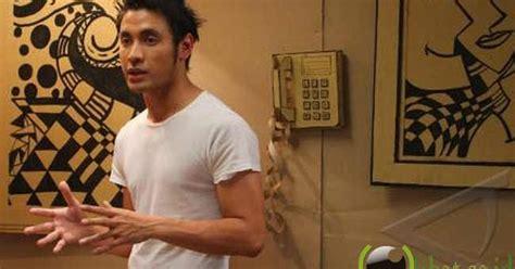 tato bintang vicky 5 artis pria indonesia yang awet muda di usia 30 unic