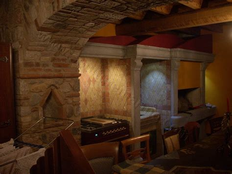 camino in cucina cucina e camino in pietra artigiani marmo italy