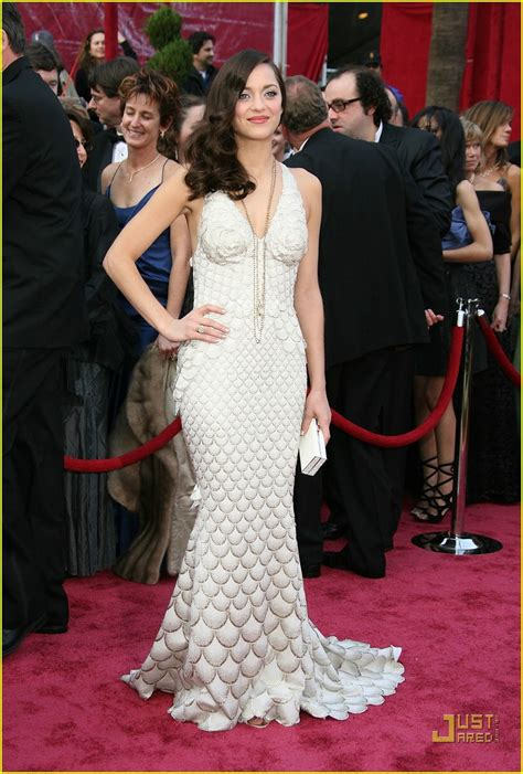 Marion Cotillards Oscar Dress From Runway To Carpet by Sized Photo Of Marion Cotillard Oscars 2008 01