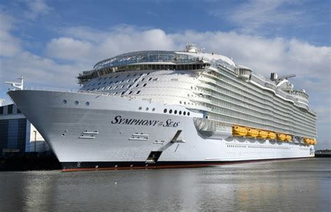 biggest boat in the world tour royal caribbean picks up world s largest cruise ship