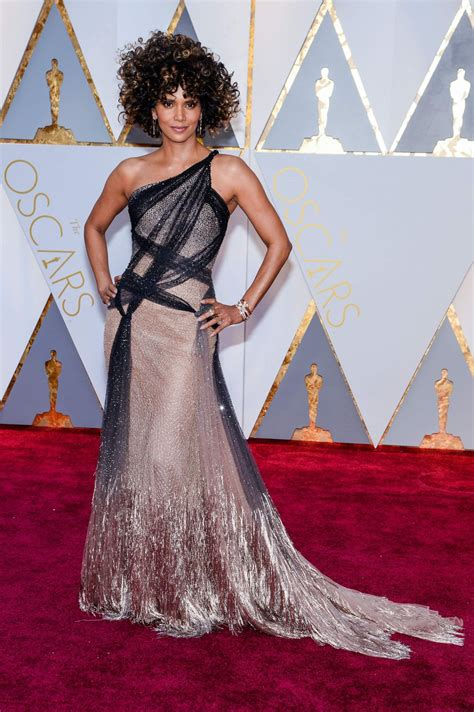 Oscars Carpet by Halle Berry Oscars 2017 Carpet In