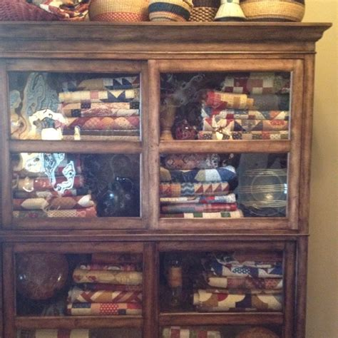 Quilt Display Cabinet by 99 Best Images About Cabinets With Quilts On