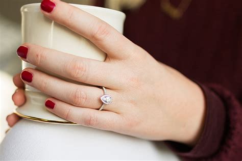 how to find the shape for your engagement ring