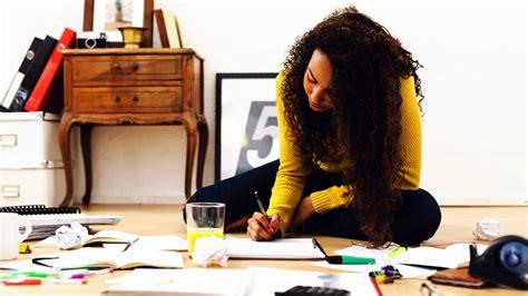 kuliah desain grafis yang bagus 10 jurusan kuliah yang cocok untuk cewek introvert